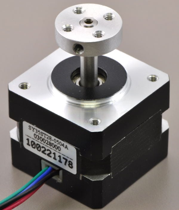 5mm Shaft Mounting Hub coupled with stepper motor